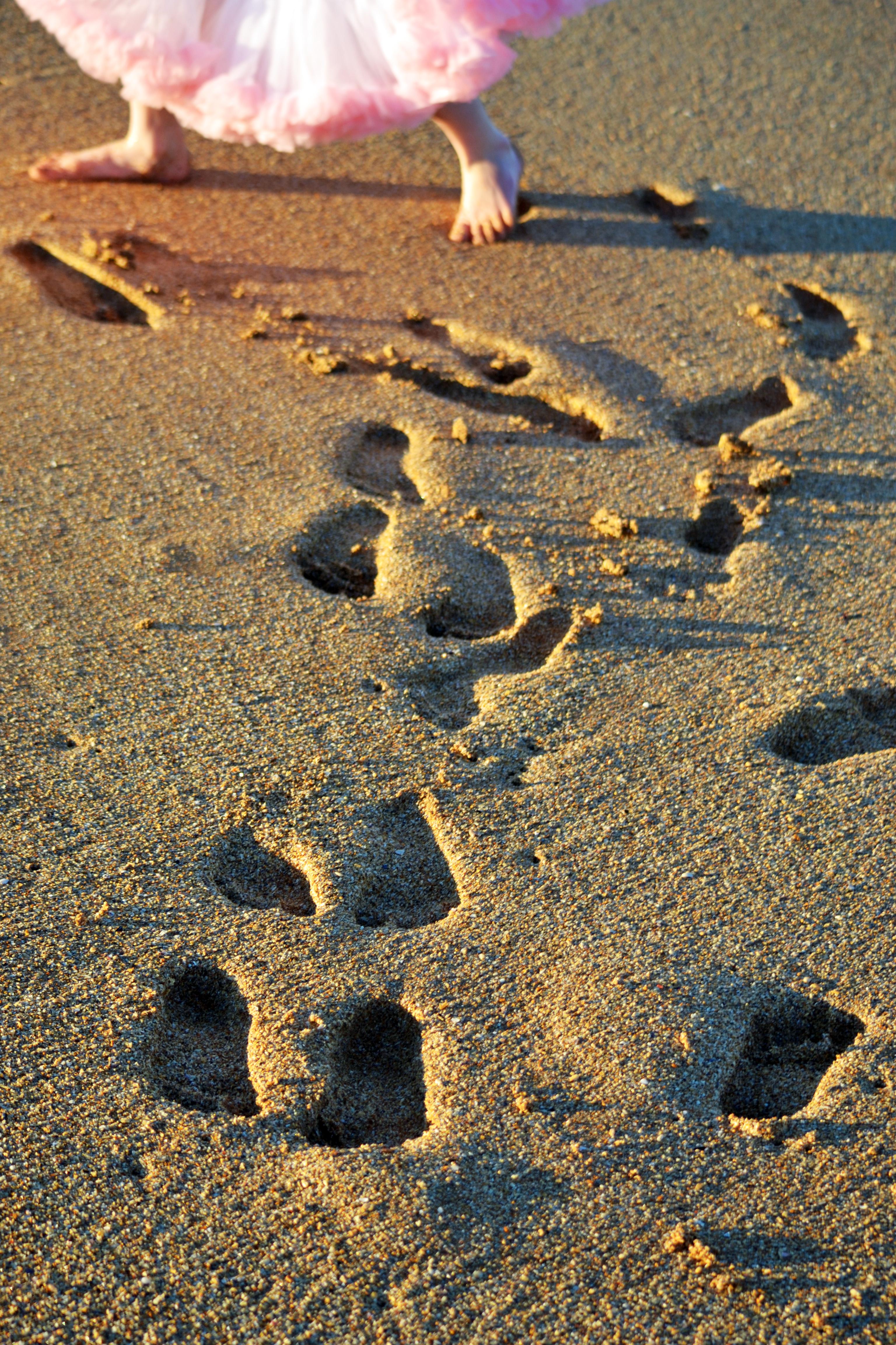 Amelia footprints in sand