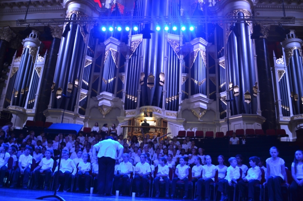 How have to admit this gig was pretty impressive and the children sang like angels as well!