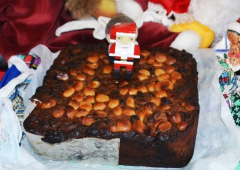 Lego Santa Loves Christmas Cake.