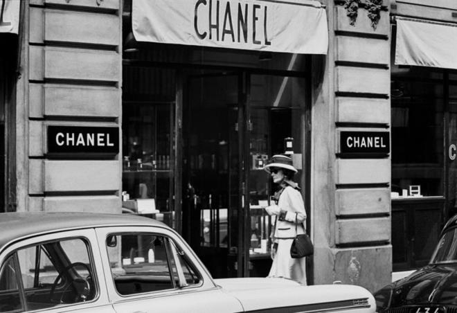 Douglas Kirkland Mlle Chanel on Rue Cambon, in front of the House of Chanel 1962 [printed later] archival pigment print, edition of 24, signed paper size 20 ..