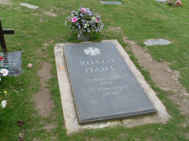 Roald_Dahls_Grave,_Great_Missenden_(geograph_2373400)