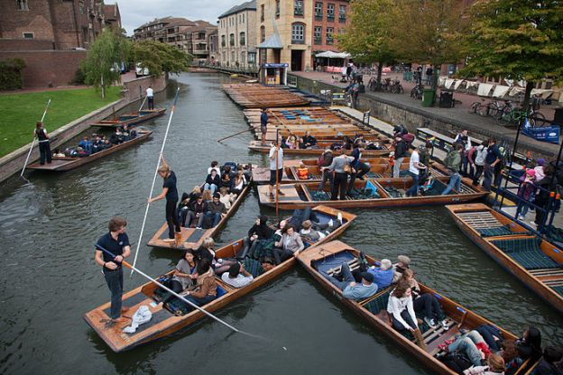 Cambridge_-_Punting_in_Cambridge_-_1690.jpg