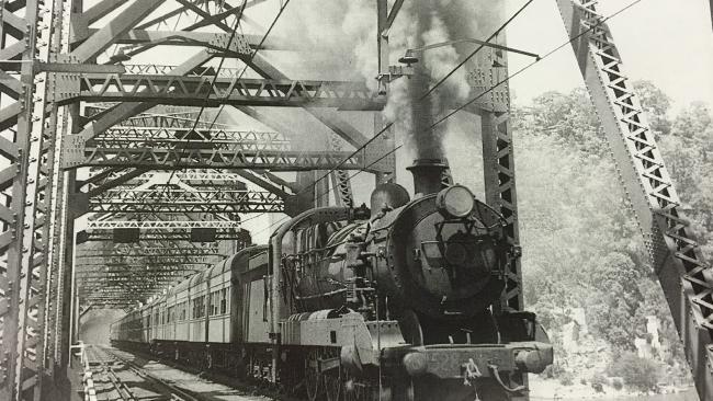 steam-train-crossing-hawkesbury-river-bridge-1889