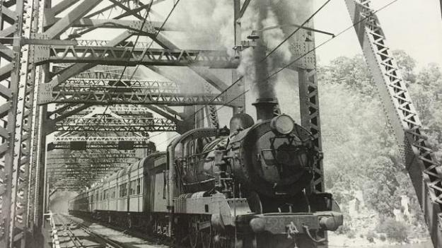 steam-train-crossing-hawkesbury-river-bridge-1889