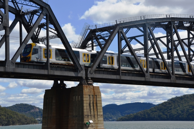 train-crossing-hawkesbury-river-bridge