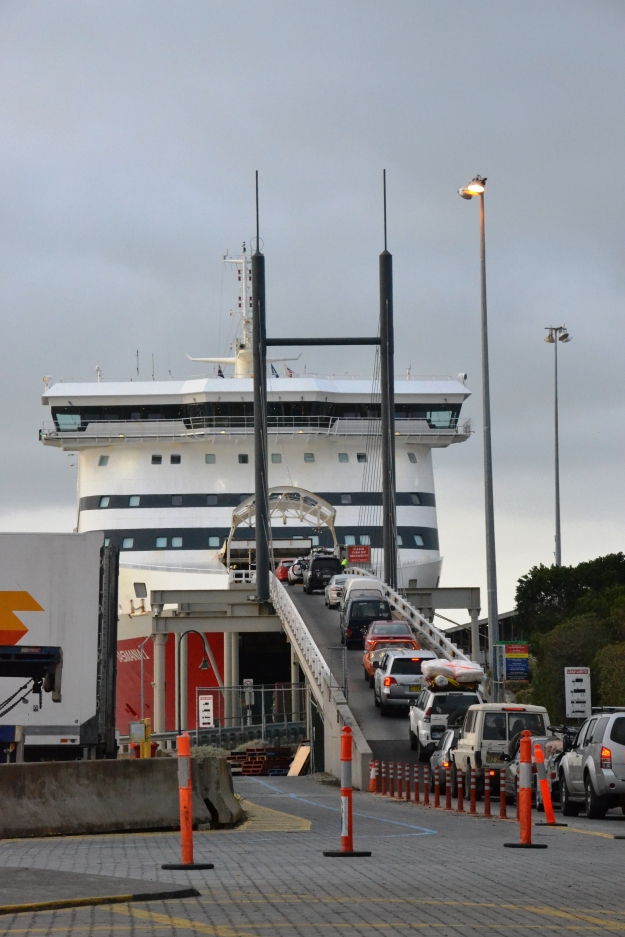 cars-boarding-spirit-of-tasmania