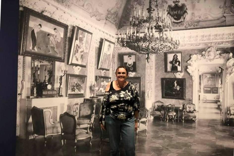 Rowena in art gallery