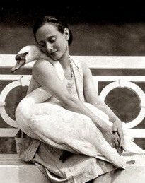 la-danseuse-anna-pavlova-with-her-pet-swan-jack-1905-via-artprints-1-1