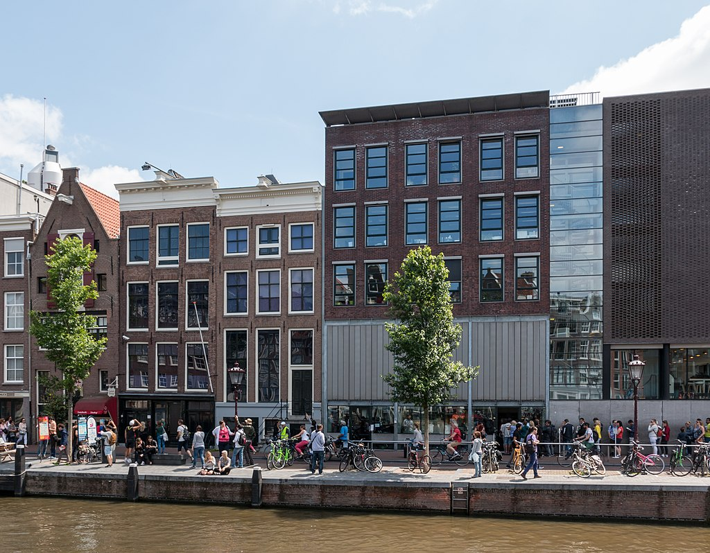 1024px-Amsterdam_(NL),_Anne-Frank-Huis_--_2015_--_7185