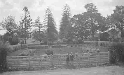 7-Mum & Robert Concordia College Gardens