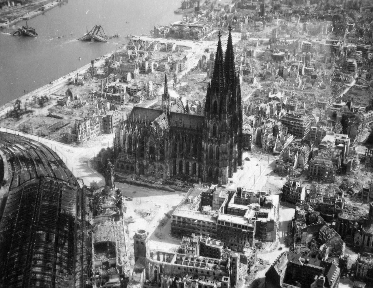 Cologne-and-Cathedral-1944