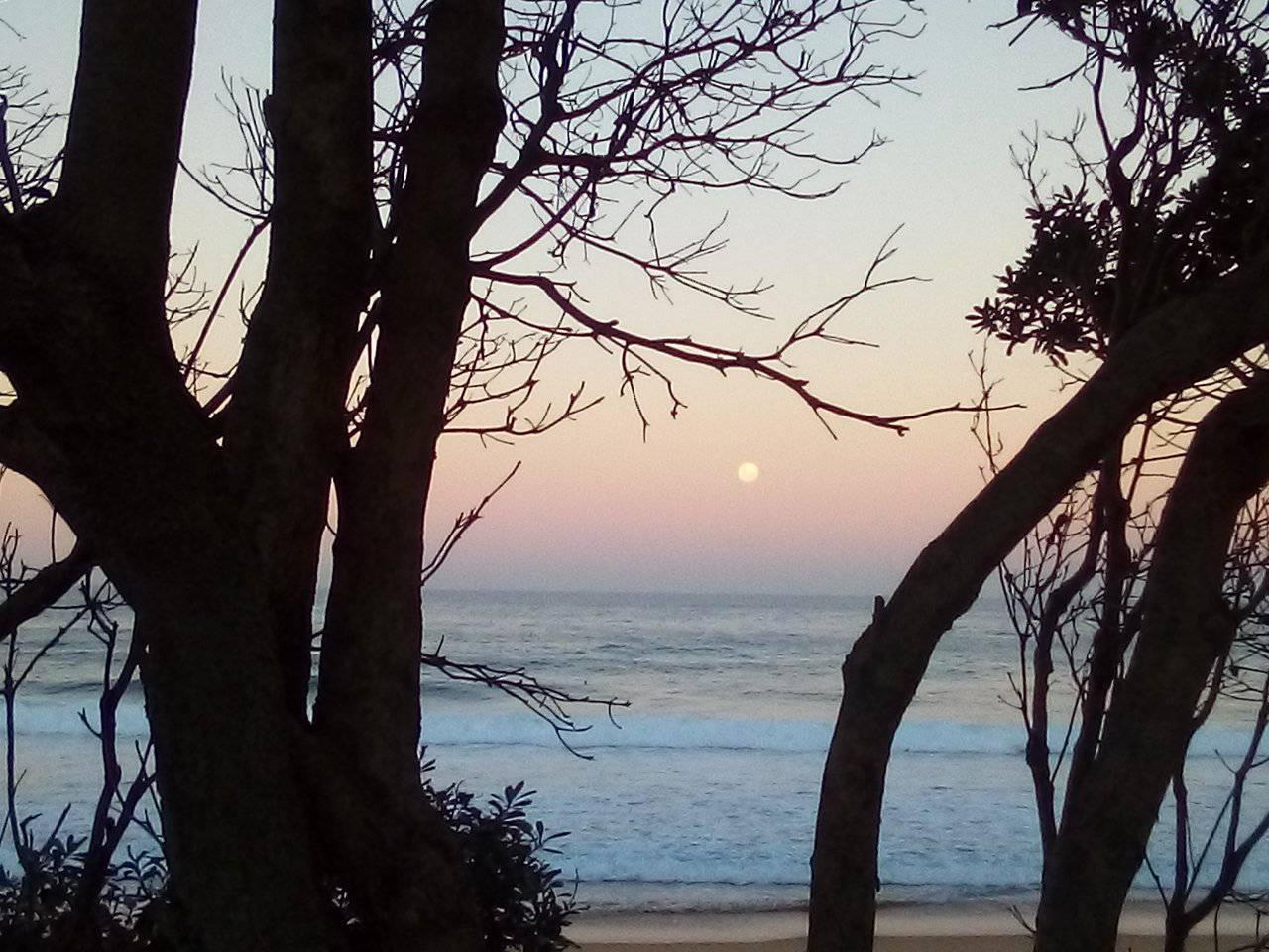 MacMasters Beach Full moon