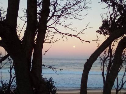 MacMasters Beach Full moon